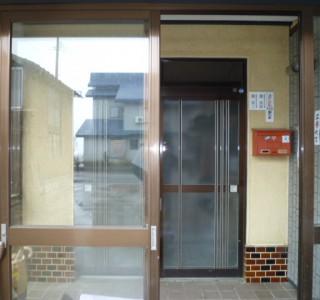 玄関ドア交換工事のリフォーム前画像